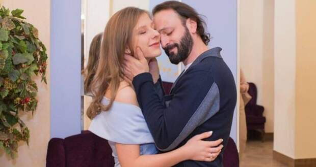 «Это несерьёзно»: Илья Авербух о разнице в возрасте с Лизой Арзамасовой