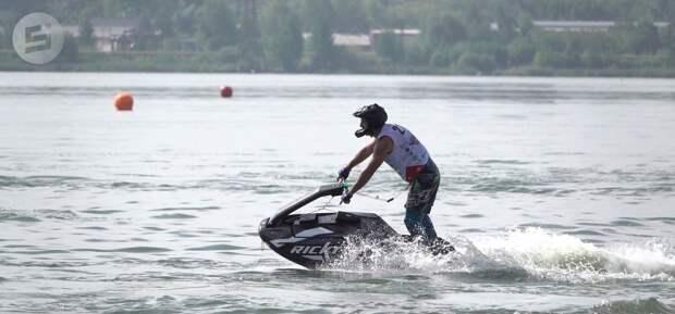 Более 50 спортсменов из разных регионов России приехали в Ижевск на соревнования по аквабайку