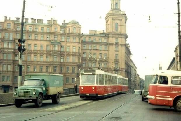 Теплые «ламповые» снимки советских автомобилей