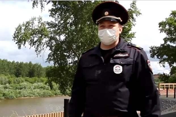 В Глазове наградят полицейского, спасшего из воды ребенка