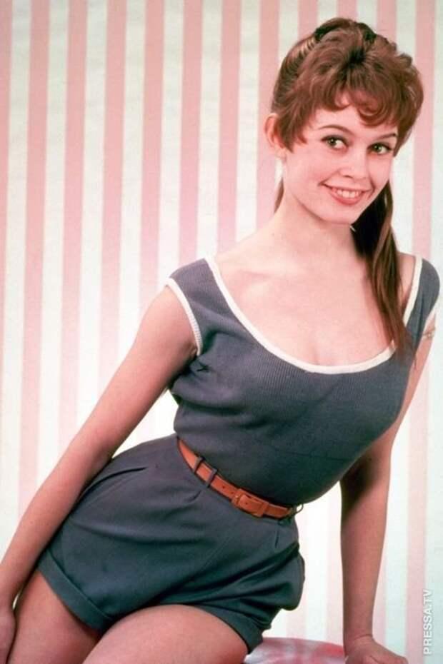 Редкие цветные фотографии молодой и красивой Бриджит Бардо в 1950-х
