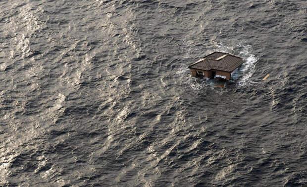 Дом с Сэндая унесло в океан