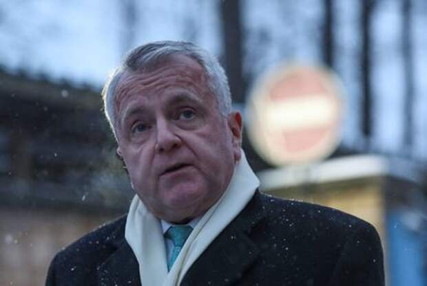 U.S. ambassador to Russia John Sullivan speaks with journalists after his meeting with Paul Whelan, a U.S. national arrested and accused of espionage, outside a detention centre in Moscow, Russia January 30, 2020. REUTERS/Evgenia Novozhenina