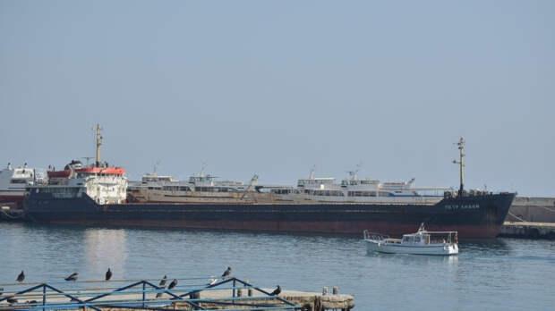 Направлявшийся в Иран сухогруз сел на мель в Волго-Каспийском канале