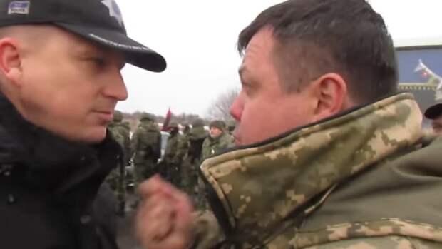 На 3 вещи можно смотреть бесконечно: как горит огонь, как бежит вода и как укронацгвардеец лупцует правосека (видео)