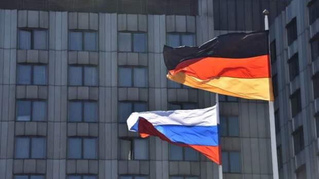Рар объяснил, как поляки и прибалты решили поссорить РФ и Германию
