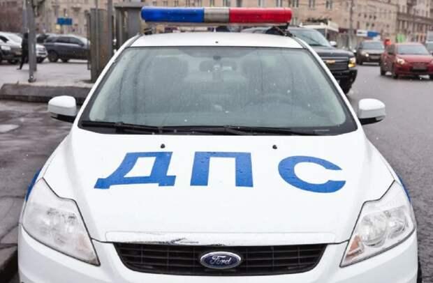 Инспекторы ДПС помогли беременной жене астраханца, столкнувшегося с их автомобилем
