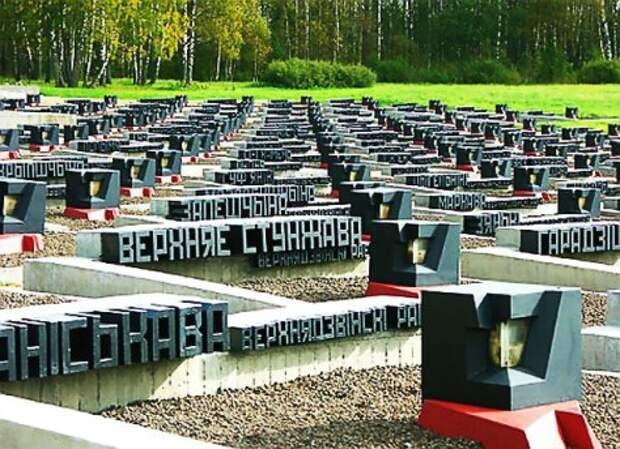 Хатынь. Общий мемориал в память сожженных карателями белорусских деревень