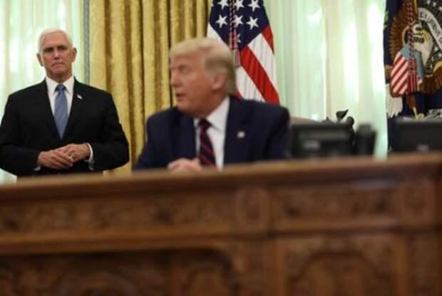 Вице-президент США Майк Пенс и президент США Дональд Трамп в Белом доме в Вашингтоне, США, 4 сентября 2020 года. REUTERS/Leah Millis
