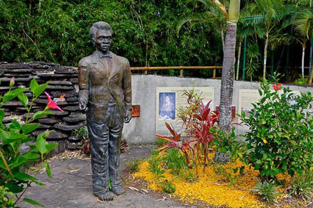 Памятник человеку, который вошёл в историю.