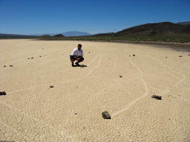 Почему камни Долины смерти - двигаются?