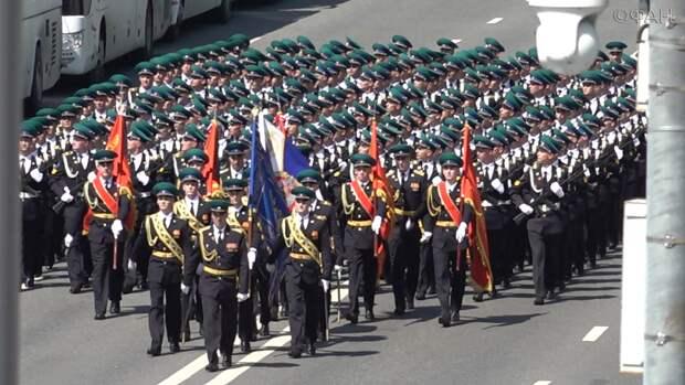 Французы поставили парад Победы в Москве в пример США и Европе