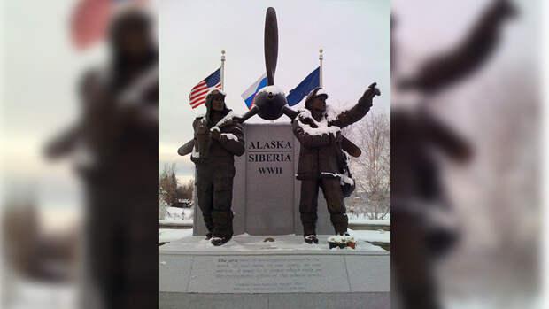 Украинский политолог усомнился в пользе американского ленд-лиза во времена войны