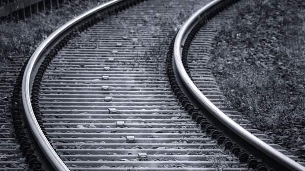 Фура на большой скорости снесла часть железнодорожного поста на Урале