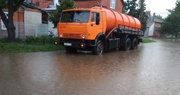 В Краснодаре во время дождя подтопило девять участков улиц