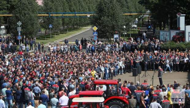 Более 25 заводов по всей Беларуси объявили забастовку