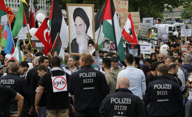 Канцлер Меркель: Германия непотерпит антисемитизма