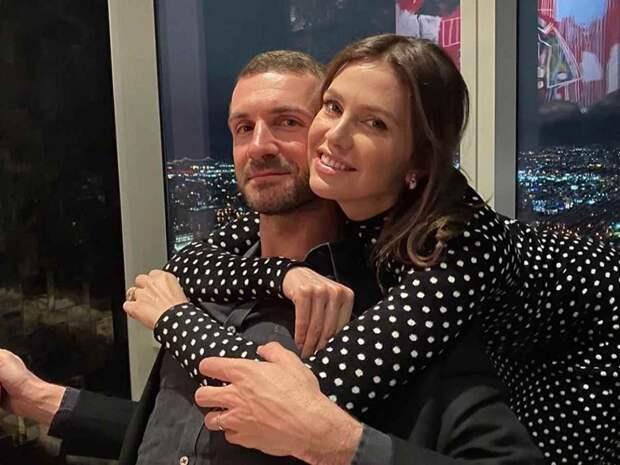 Мужа-миллиардера Дарьи Жуковой похвалили за домашнюю вечеринку в день рождения