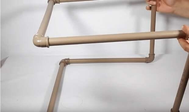 Интересная и полезная идея из ПВХ труб. Будет полезным и дома и на даче