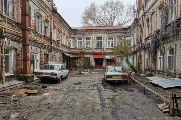 «Это Саратов, детка»: красивый город в ужасном состоянии