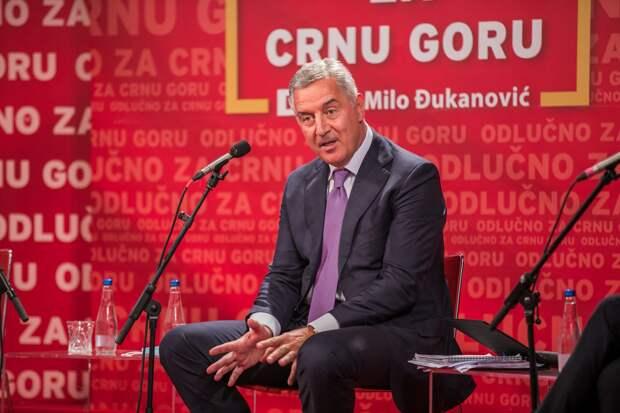 Выборы в Черногории: Джуканович проиграл, но власть отдавать не спешит
