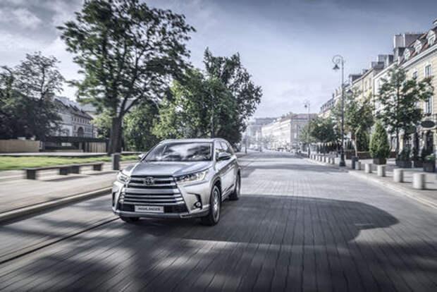 Обновленный Toyota Highlander: названы рублевые цены