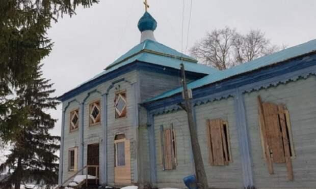 ВНяндомском районе произошёл пожар встаринной церкви