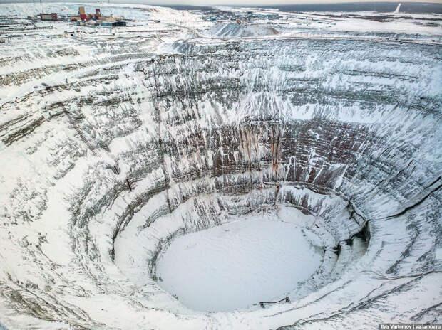 Как якутский город живет с ОГРОМНОЙ дырой в земле (ФОТО)