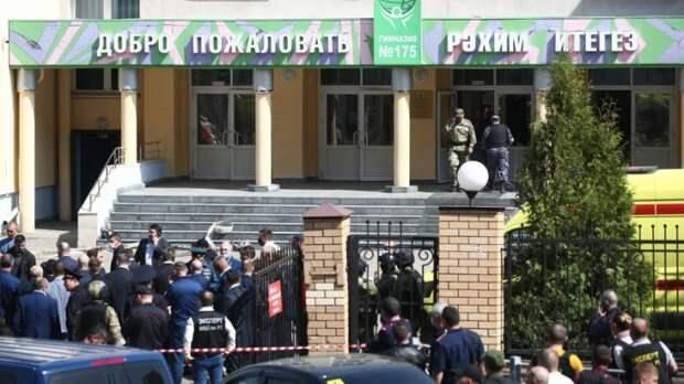 «Некоторые прыгали с третьего этажа»: очевидцы рассказали о стрельбе в Казани