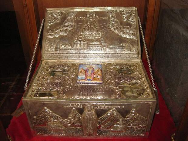 Ковчег с частицей мощей святителя Луки из монастыря Сагмата