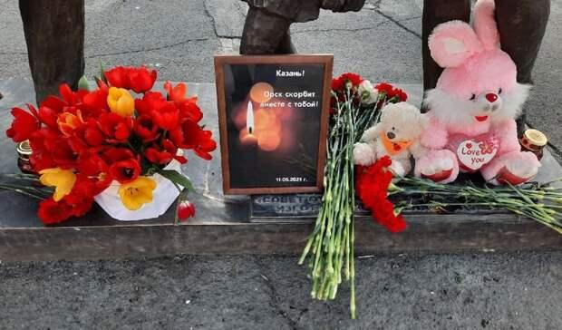 В Центральном парке Орска организовали мемориал в память о трагедии в Казани