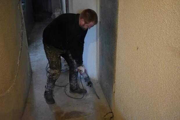 В Ленинском районе Уфы продолжается ремонт подъездов