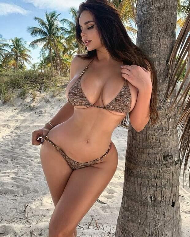 Пляжные девчата