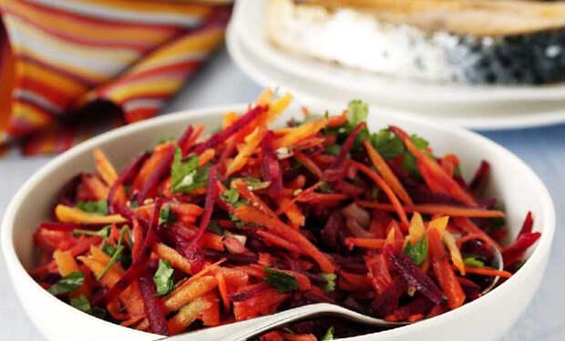 Берем морковь и свеклу: салат полон витаминов и готов за 5 минут