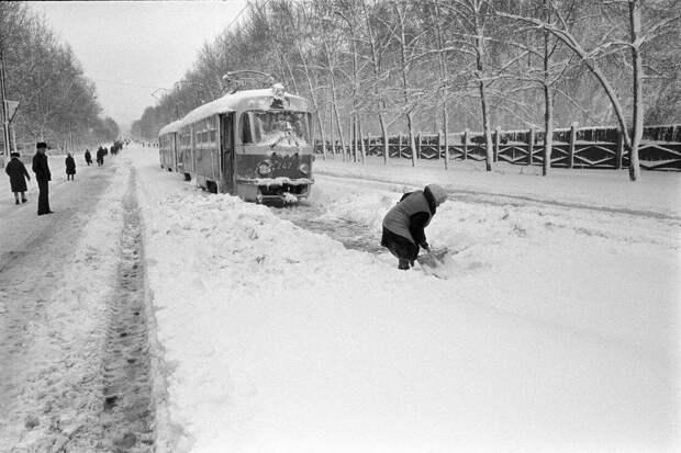 Кстати, на этом фото 2 мая 1984 года. В Свердловске выпало более полуметра снега =)