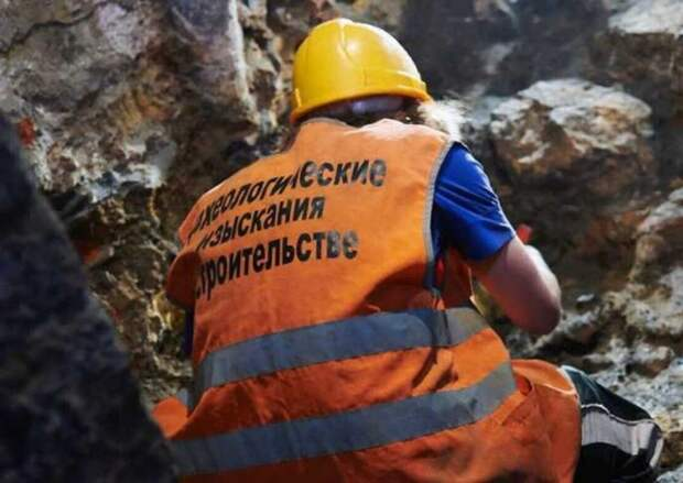 Археологи начали раскопки под памятником Минину и Пожарскому на Красной площади