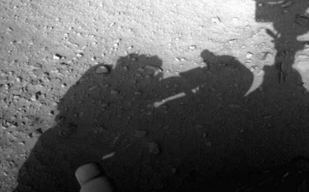 Human-shadow-mars-610x380