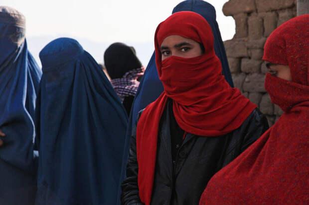 Женщинам в Афганистане запретили выходить из дома и посещать работу