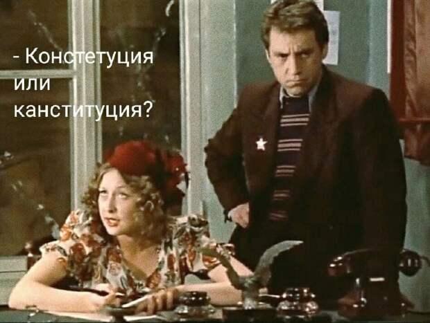 Посетитель в ресторане изучает меню:  - Бульон с яйцом...