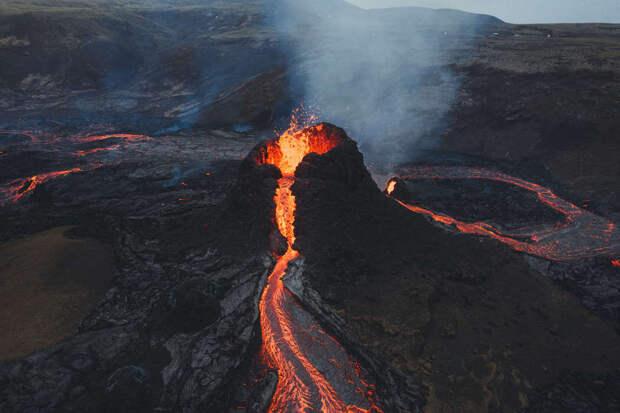 Ученые считают, что извержение вулкана Фаградальсфьядль будет долгим