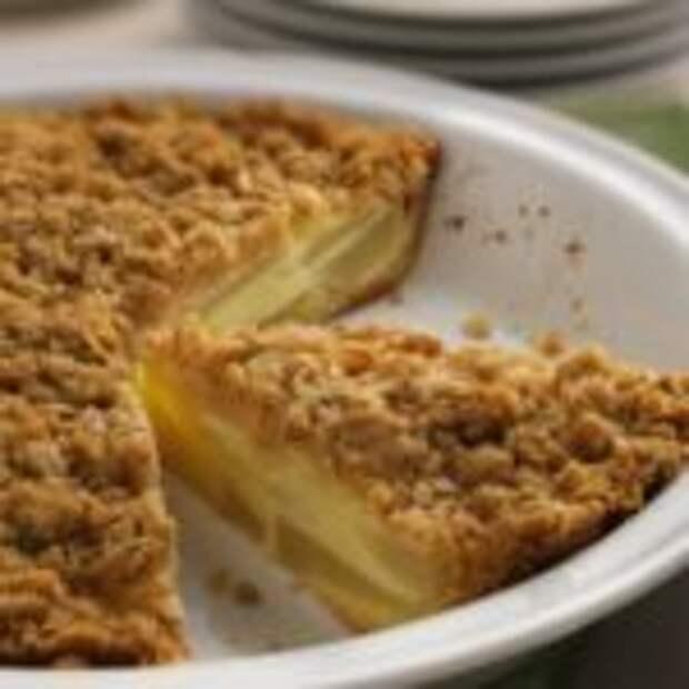 Ореховый пирог с грушевым вареньем