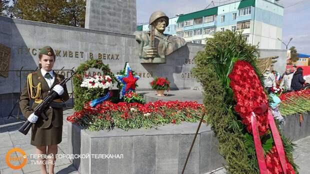 Владимир Якушев поздравил жителей Ямала с Днём Победы