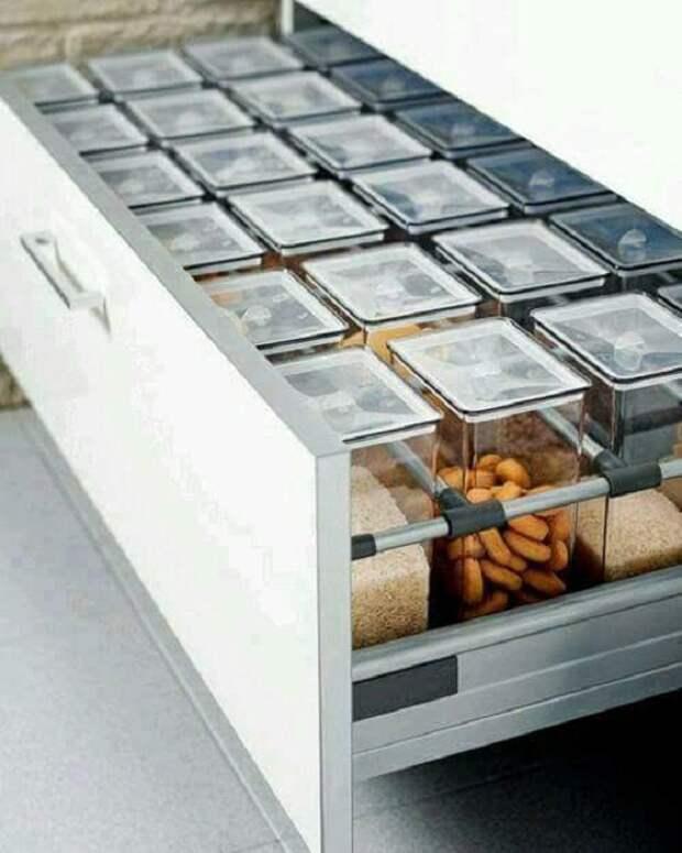 Место для хранения круп и не только в одинаковых контейнерах, что точно понравится.