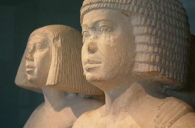 Древние египтяне в париках.