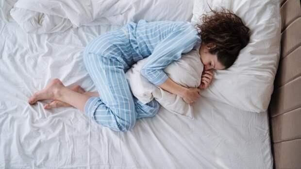 Какие позы во сне могут серьезно навредить здоровью