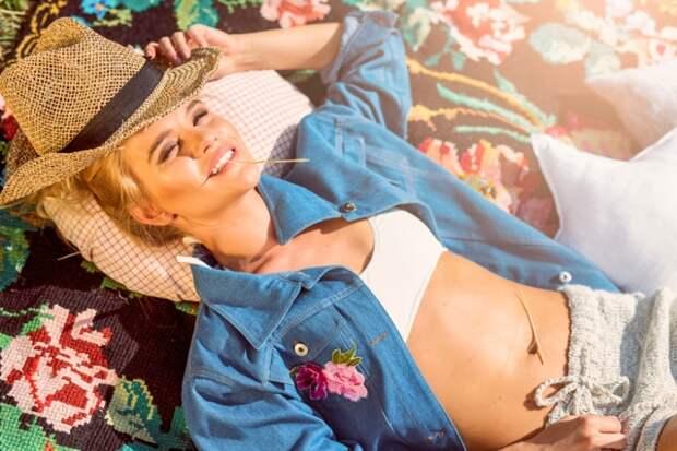 куртка Julia Pomoshko, шорты Julia Pomoshko, топ купальника Kotovich, шляпа «Капелюх»