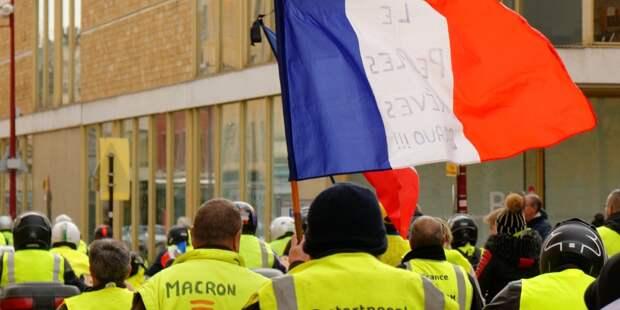 Франция несет ущерб от протестов «желтых жилетов» в размере 2,5 млрд евро
