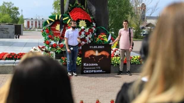 Память погибших в казанской школе почтили в Барнауле