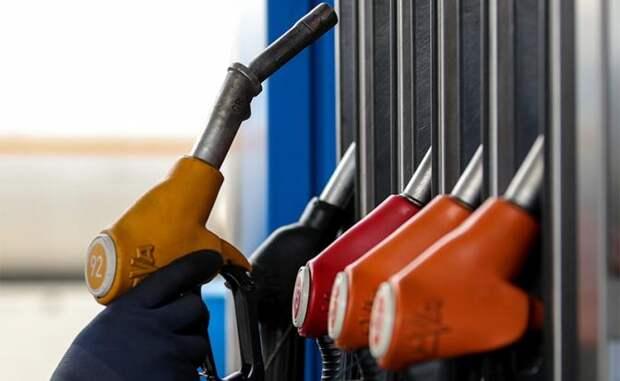 Страна-бензоколонка осталась без дешевого бензина, а «вражеский» за 28 рубликов не нужен