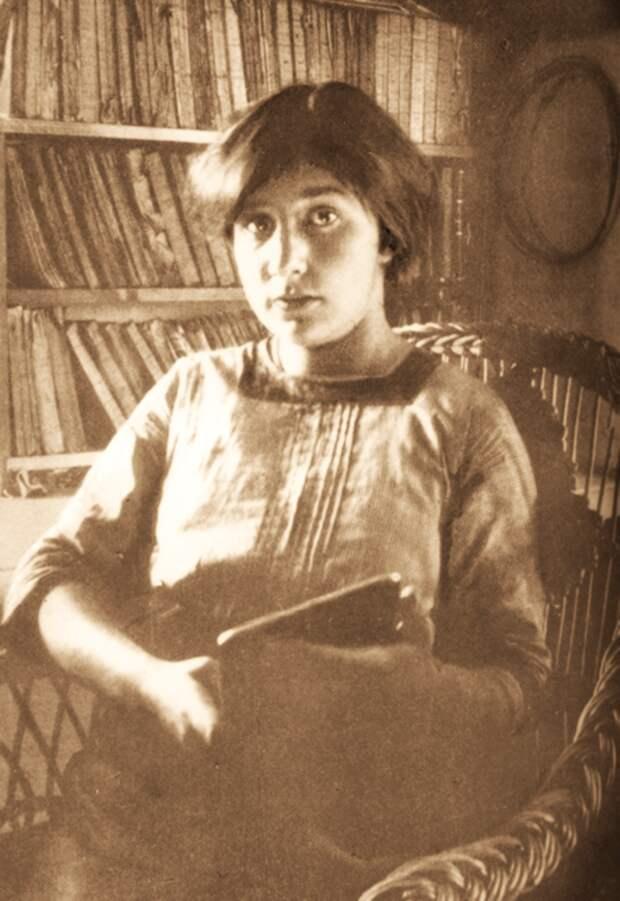 Поэты Серебрянного века -   Марину Цветаеву чувствуют сердцем - поэзия, ставшая песней